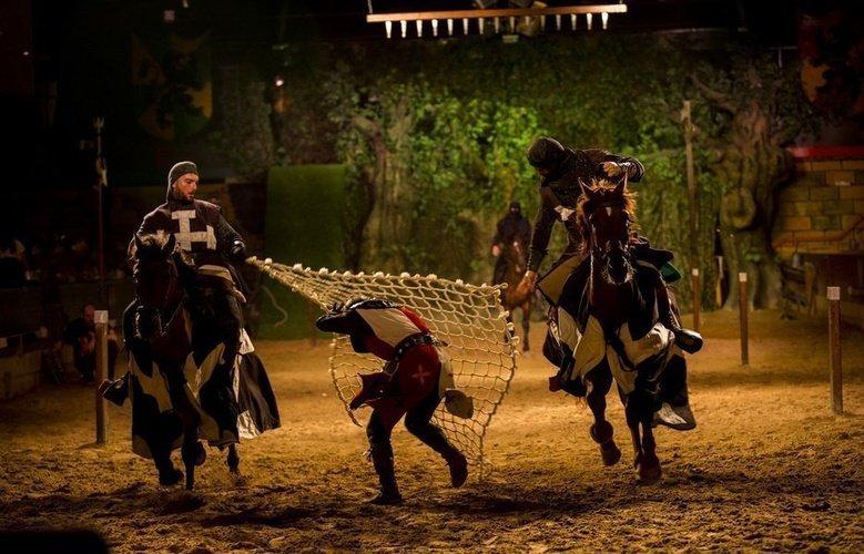 Ужин шоу 'Desafío Medieval' Ужин Показать Desafío Medieval Альфас-дель-Пи